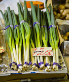 Green leek in market — Stok fotoğraf