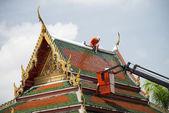 Men repair roof of Temple2 — Stock Photo