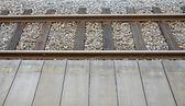 Ferrovia e piattaforma in legno — Foto Stock