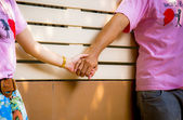 Sweet couple hold the hands1 — Stock Photo