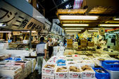Walking in Tsukiji fish market Japan2 — Stock Photo