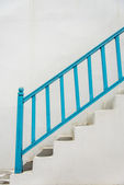 Blue handrail with white stairs2 — Stockfoto