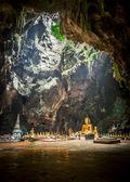 Grande Buda para cerimônia são a grande caverna de thailand1 — Fotografia Stock