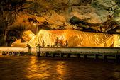 Cave1 yatan Buda heykeli — Stok fotoğraf