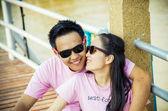Lovely couple kiss on the bridge3 — Stock Photo