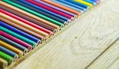 Kleurrijke crayon pen op de houten floor2 — Stockfoto