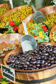 Selling olives on the market — Stock Photo