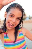 Happy little girl on beach — ストック写真