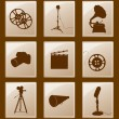 Set of icons with retro silhouettes; gramophone, reflector, film — Imagen vectorial