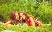 Two girls are sitting on the grass — Stock Photo