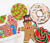 Gingerbread man, house and lollipops — Stock Photo
