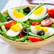 Foto Stock: Green bewith Snap peand egg salad