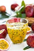 Jugo de fruta de la pasión — Foto de Stock