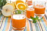 Pineapple and guava smoothie — Stock Photo