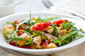 Chicken with sundried tomato and rocket salad — Stock Photo