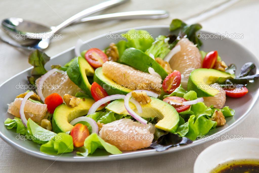 Салат с авокадо сельдерей