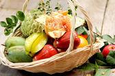 Košík ovoce — Stock fotografie