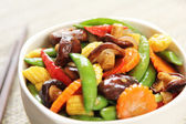 Stir fried vegetable with mushroom — Stock Photo