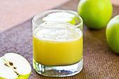 Färska äppeljuice — Stockfoto