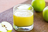 鲜榨苹果汁 — 图库照片