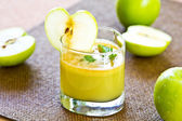Jugo de manzana fresca — Foto de Stock