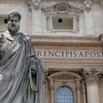 Saint Peter statue in Vatican — Stock Photo #12625687