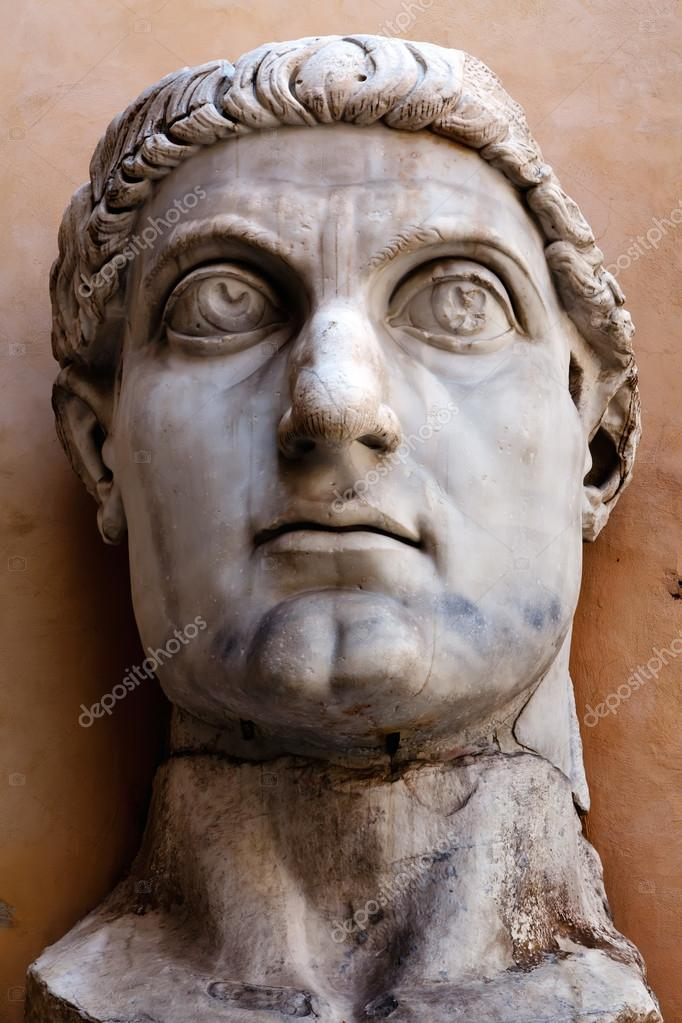 Colossus of Constantine was a colossal acrolithic statue of the late Roman emperor Constantine the Great (c. 280-337) resided the west apse of the Basilica of Maxent — Stock Photo #12736413