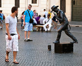 "Street performer posing as a ""living statue"" — Stock Photo"