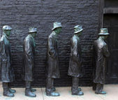 George Segal's Depression Bread Line at Grounds for Sculpture. — Stock Photo
