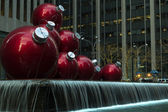 Jätte christmas ornament i nyc — Stockfoto