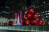 Giant Christmas ornaments in NYC — Stockfoto