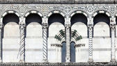 Details of the facade of the San Martino Cathedral in Lucca — Stock Photo