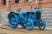 Old blue tractor — Stock Photo