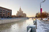 """Yauza embankment with one of """"Seven sisters"""" — Stock Photo"""