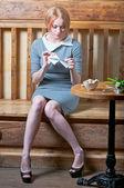Dziewczyna rip list — Zdjęcie stockowe