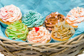 Cupcakes in basket — Stock Photo
