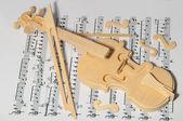 Violino su fogli di carta — Foto Stock