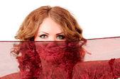 Dívka vypadá přes šátek — Stock fotografie