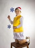 Pojke på trä pall — Stockfoto