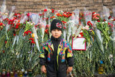 Flowers in memory of murdered on Euromaidan. Ukrainian protests 2014 — Stockfoto