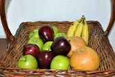 Cesto di frutta — Foto Stock