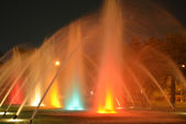 Fountain at night colorful lights — Stockfoto
