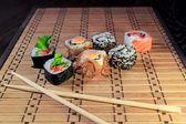 Rulo ve yemek çubukları — Stok fotoğraf