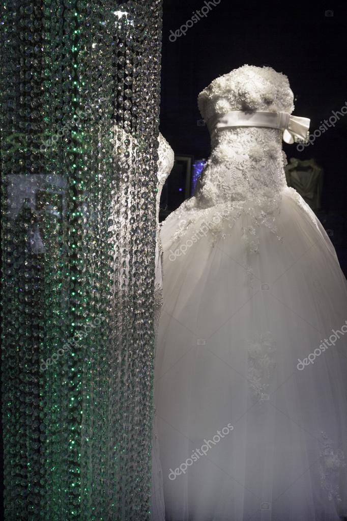 Wedding dress in a shop frontend. — Stock Photo #13181800