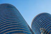 Edificios de oficinas en rascacielos redondo — Foto de Stock