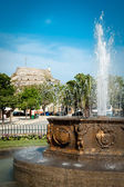 Fountain in center of Corfu city (Kerkyra) with castle in backgr — Stock Photo