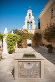 Innenhof des klosters in paleokastritsa, korfu, griechenland — Stockfoto