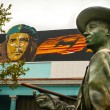 Постер, плакат: Benny More statue in front of Che Guevara painting in Cienfuegos Cuba