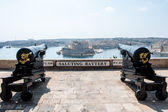 Two cannons in saluting battery on Valletta castle, Malta — Stock Photo