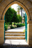 Entrance into the backyard of a mosque in Nicosia, Cyprus — Stock Photo